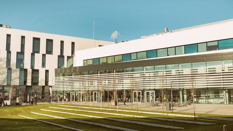 Exterior shot of the main front area of Nottingham College Basford